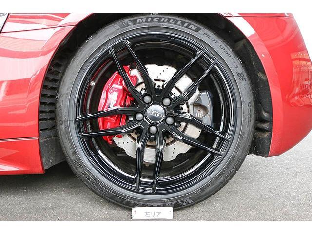 V10クーペ 5.2FSIクワトロ 正規ディーラー車 各所グロスブラック塗分 アクラポビッチマフラー KW車高調 外装スペシャルオーダーカラー ダイヤモンドキルティングレッドステッチ カーボンサイドブレード デコラティブカーボンパネル(77枚目)