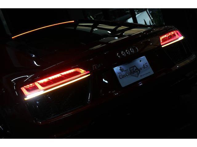 V10クーペ 5.2FSIクワトロ 正規ディーラー車 各所グロスブラック塗分 アクラポビッチマフラー KW車高調 外装スペシャルオーダーカラー ダイヤモンドキルティングレッドステッチ カーボンサイドブレード デコラティブカーボンパネル(79枚目)