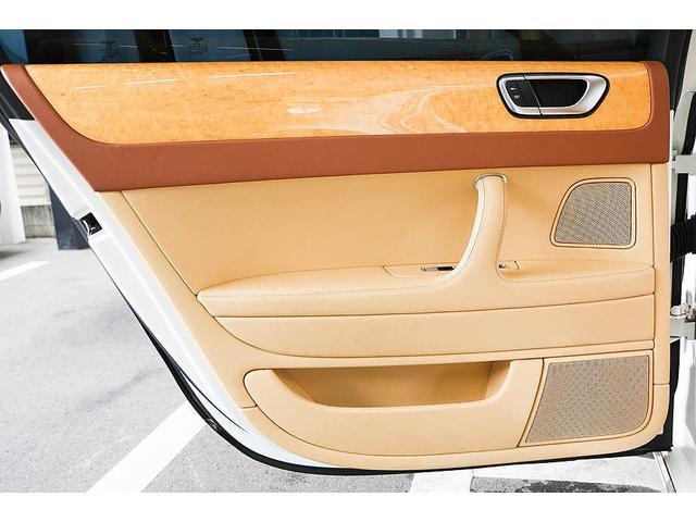 フライングスパー 正規D車 左ハンドル マンソリー後期フルエアロ/トランクスポイラー/マフラーエンド 22インチAW 後期ルックLEDヘッドライト ツートンレザーインテリア フルセグTV/バックモニター サンルーフ(47枚目)