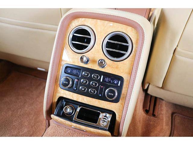 フライングスパー 正規D車 左ハンドル マンソリー後期フルエアロ/トランクスポイラー/マフラーエンド 22インチAW 後期ルックLEDヘッドライト ツートンレザーインテリア フルセグTV/バックモニター サンルーフ(54枚目)
