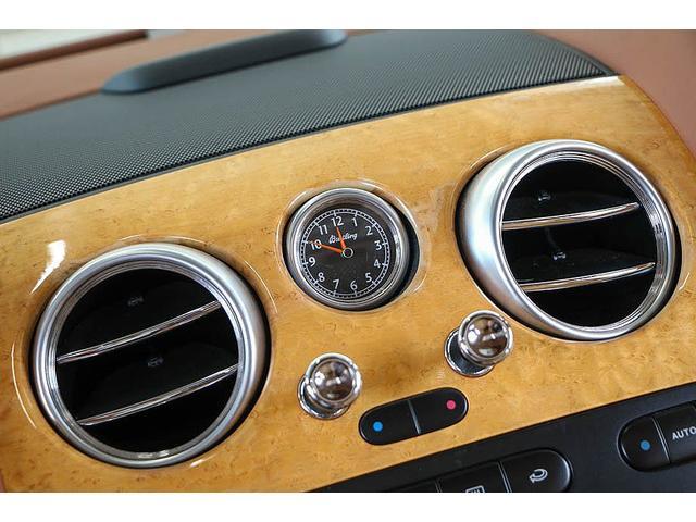 フライングスパー 正規D車 左ハンドル マンソリー後期フルエアロ/トランクスポイラー/マフラーエンド 22インチAW 後期ルックLEDヘッドライト ツートンレザーインテリア フルセグTV/バックモニター サンルーフ(60枚目)