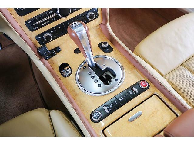 フライングスパー 正規D車 左ハンドル マンソリー後期フルエアロ/トランクスポイラー/マフラーエンド 22インチAW 後期ルックLEDヘッドライト ツートンレザーインテリア フルセグTV/バックモニター サンルーフ(63枚目)
