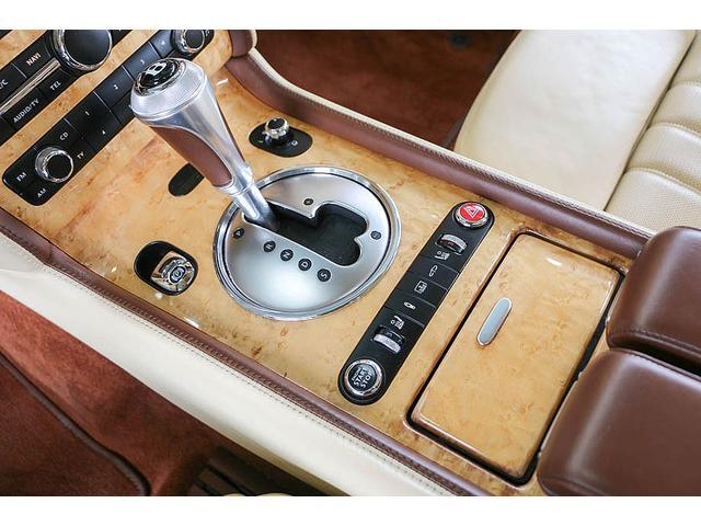 フライングスパー 正規ディーラー車 4人乗り マンソリーエアロ(フロント・サイド・リア)マンソリー22インチホイール SR ブラウン/ベージュツートンレザーインテリア インターフェイス装着(フルセグTV・バックカメラ)(64枚目)