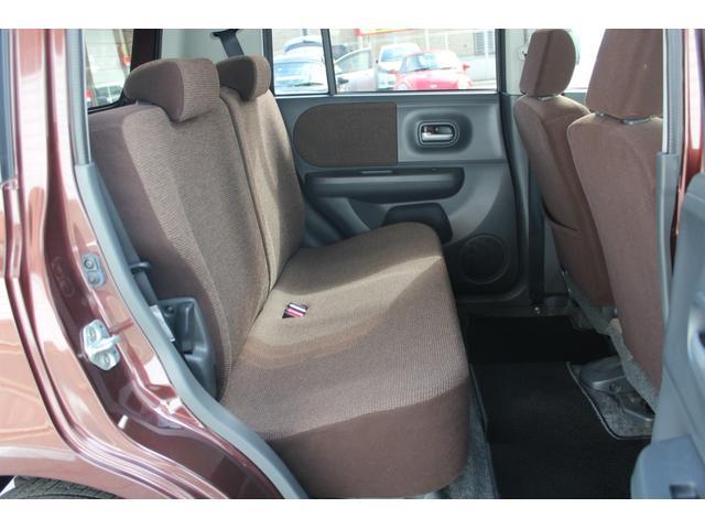 後部座席も気になる汚れやスレが無く綺麗な状態です!!