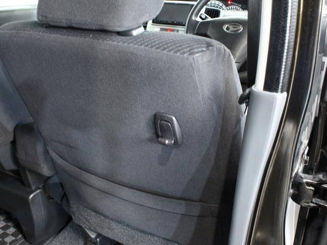 運転席後ろには、ビニール袋などを引っ掛けられるフック付きです。