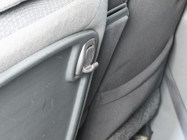助手席後ろには、ビニール袋などを引っ掛けられるフック付きです。