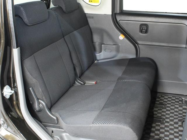 前席と後部座席との間も広いのでゆったり座れます!
