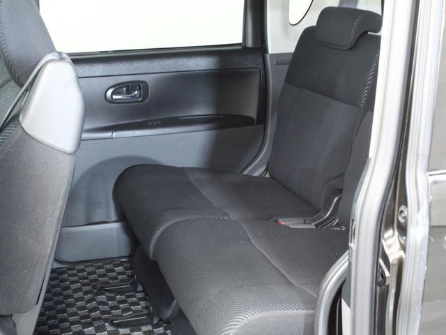 後部座席も目立つようなスレや汚れはありません!