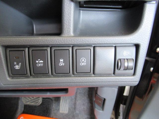 左から順番にシートヒータースイッチ、衝突軽減ブレーキオフスイッチ、横滑り防止オフスイッチ、アイドリングストップオフスイッチです。