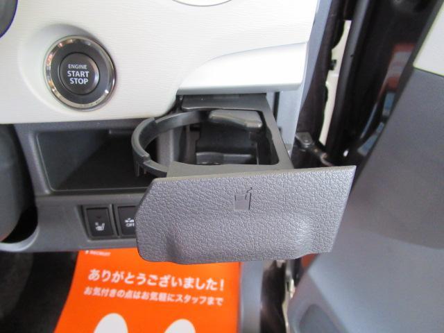 運転席側のドリンクホルダーです。