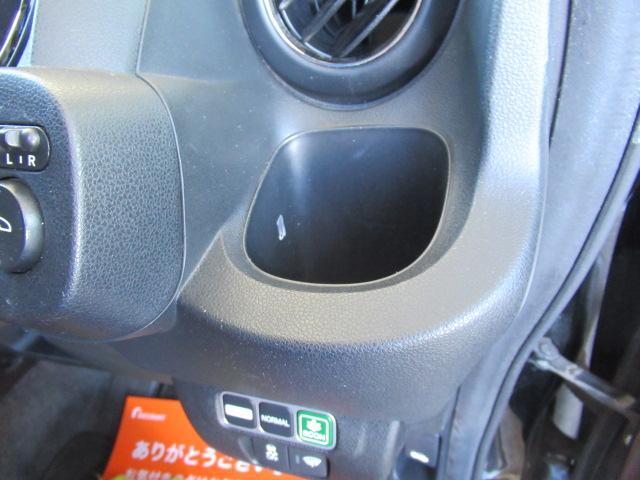 運転席側のドリンクホルダーです!