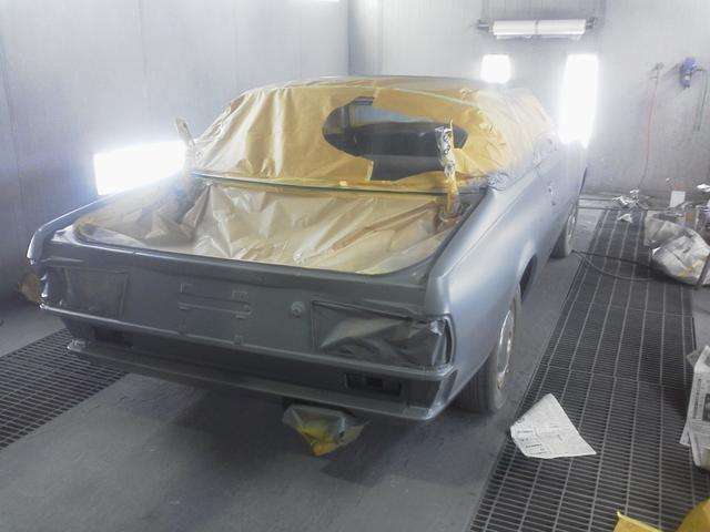 もともとほとんど錆の無い車両でしたが細かい凹み板金、ボディ調整、現代の技術(塗料)で錆止めを下地にサフェーサー、カラーです