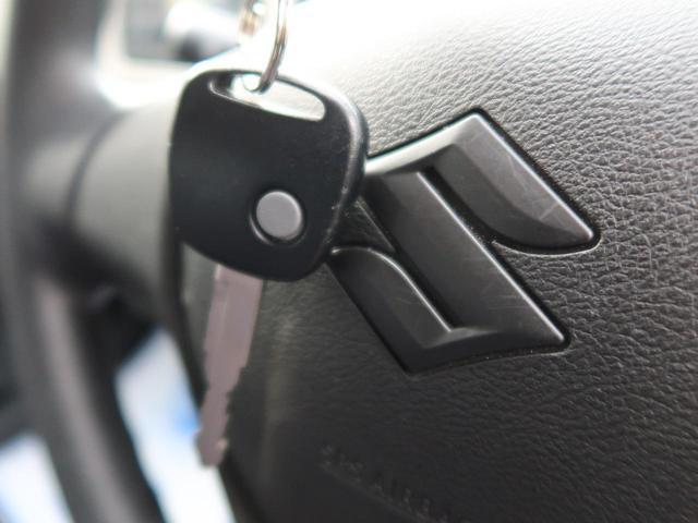 L キーレスエントリー 純正CDオーディオ アイドリングストップ 運転席シートヒーター セキュリティアラーム ダイヤル式マニュアルエアコン 横滑り防止装置 衝突安全ボディ 禁煙車 ハロゲンヘッドライト(8枚目)