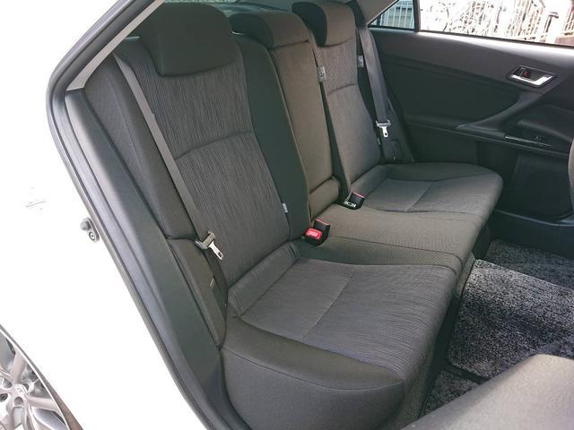 運転席側2列目シート。