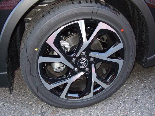 トヨタ C-HR G LEDヘッド レザーシート