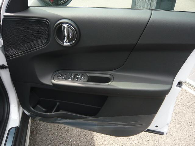 クロスオーバー バッキンガム フルセグ地デジ付き新車保証継承(5枚目)