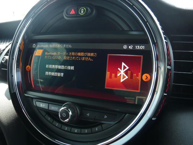 F56JCWペッパーホワイト/ブラックルーフ・ミラーカバー★トラックスタイル・ピアノブラックエクステリア・エキサイトメントパッケージ装備!頂点を極めたMINIを是非!!
