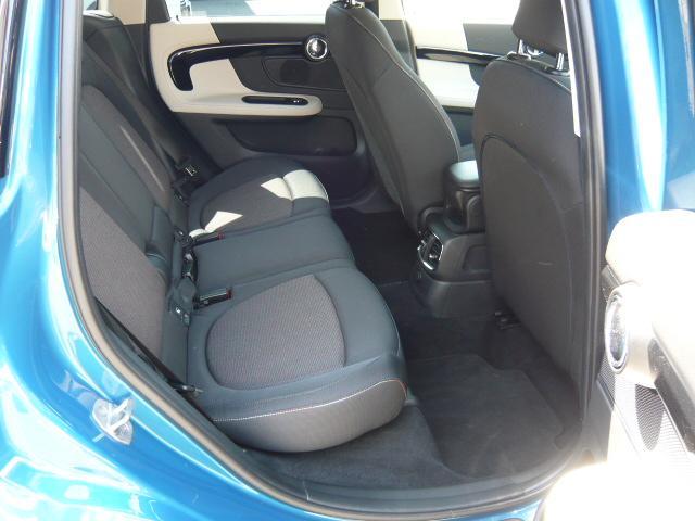 クーパーD クロスオーバーペッパーLED18ピンスポークAW ホワイト ボンネット・ストライプ クロームライン エクステリア カラーライン・サテライト・グレイ フロントシート ヒーティング LEDヘッドライト・フォグライト 18インチ ブラックピンスポーク(6枚目)