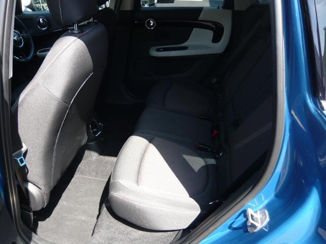 クーパーD クロスオーバーペッパーLED18ピンスポークAW ホワイト ボンネット・ストライプ クロームライン エクステリア カラーライン・サテライト・グレイ フロントシート ヒーティング LEDヘッドライト・フォグライト 18インチ ブラックピンスポーク(7枚目)