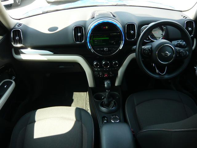 クーパーD クロスオーバーペッパーLED18ピンスポークAW ホワイト ボンネット・ストライプ クロームライン エクステリア カラーライン・サテライト・グレイ フロントシート ヒーティング LEDヘッドライト・フォグライト 18インチ ブラックピンスポーク(9枚目)