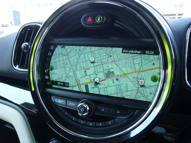 クーパーD クロスオーバーペッパーLED18ピンスポークAW ホワイト ボンネット・ストライプ クロームライン エクステリア カラーライン・サテライト・グレイ フロントシート ヒーティング LEDヘッドライト・フォグライト 18インチ ブラックピンスポーク(15枚目)