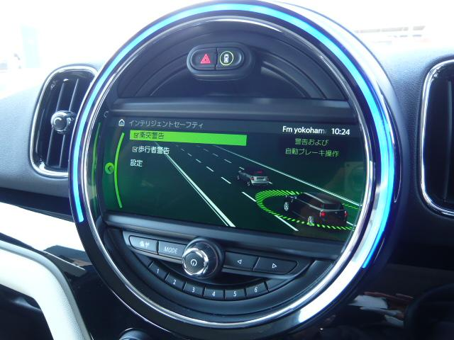 クーパーD クロスオーバーペッパーLED18ピンスポークAW ホワイト ボンネット・ストライプ クロームライン エクステリア カラーライン・サテライト・グレイ フロントシート ヒーティング LEDヘッドライト・フォグライト 18インチ ブラックピンスポーク(16枚目)