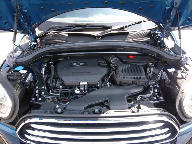 クーパーD クロスオーバーペッパーLED18ピンスポークAW ホワイト ボンネット・ストライプ クロームライン エクステリア カラーライン・サテライト・グレイ フロントシート ヒーティング LEDヘッドライト・フォグライト 18インチ ブラックピンスポーク(20枚目)