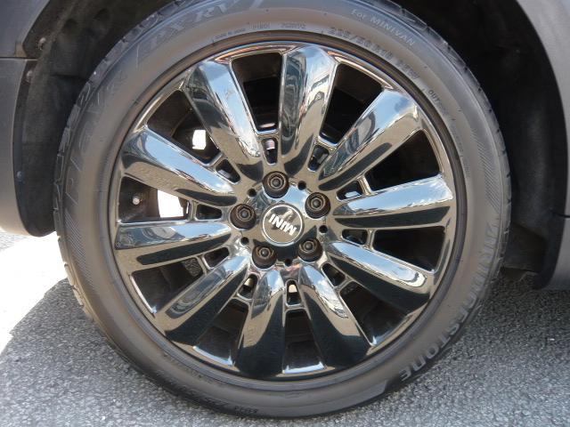 クーパーD クロスオーバーペッパーLED18ピンスポークAW ホワイト ボンネット・ストライプ クロームライン エクステリア カラーライン・サテライト・グレイ フロントシート ヒーティング LEDヘッドライト・フォグライト 18インチ ブラックピンスポーク(26枚目)