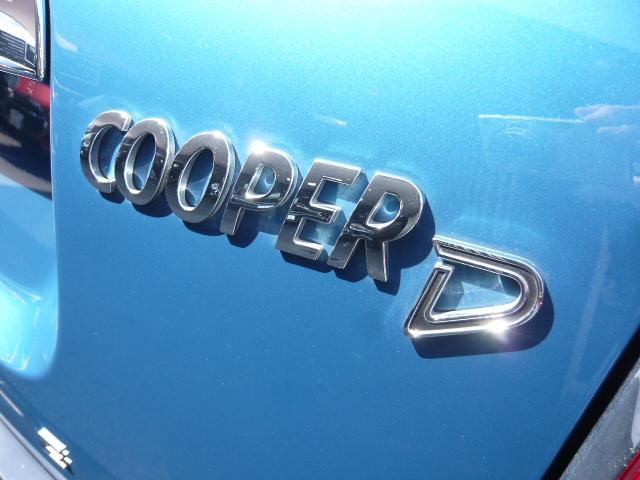 クーパーD クロスオーバーペッパーLED18ピンスポークAW ホワイト ボンネット・ストライプ クロームライン エクステリア カラーライン・サテライト・グレイ フロントシート ヒーティング LEDヘッドライト・フォグライト 18インチ ブラックピンスポーク(34枚目)