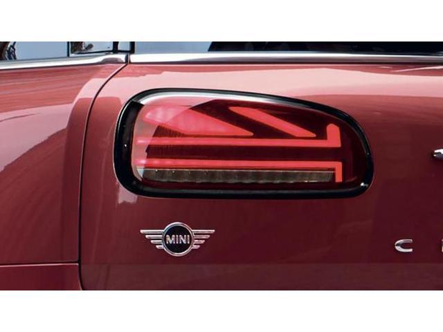 クーパーD クロスオーバーペッパーLED18ピンスポークAW ホワイト ボンネット・ストライプ クロームライン エクステリア カラーライン・サテライト・グレイ フロントシート ヒーティング LEDヘッドライト・フォグライト 18インチ ブラックピンスポーク(67枚目)