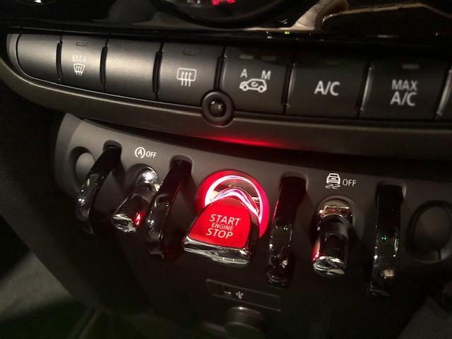 クーパーD クロスオーバーペッパーLED18ピンスポークAW ホワイト ボンネット・ストライプ クロームライン エクステリア カラーライン・サテライト・グレイ フロントシート ヒーティング LEDヘッドライト・フォグライト 18インチ ブラックピンスポーク(71枚目)