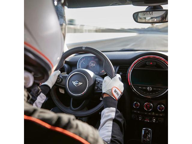 クーパーD クロスオーバーペッパーLED18ピンスポークAW ホワイト ボンネット・ストライプ クロームライン エクステリア カラーライン・サテライト・グレイ フロントシート ヒーティング LEDヘッドライト・フォグライト 18インチ ブラックピンスポーク(75枚目)