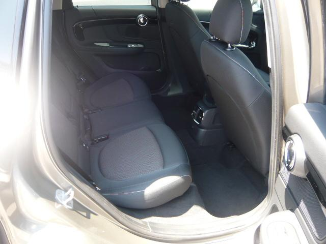 クーパーD クロスオーバー社外シートヒーター車検整備NEXT ペッパーパッケージ 18インチブラックピンスポーク ブラックルーフ&ミラーキャップ LEDヘッドライト(アダプティブ)&フォグライト 断熱フィルムBセット ブラックボンネットストライプ(6枚目)