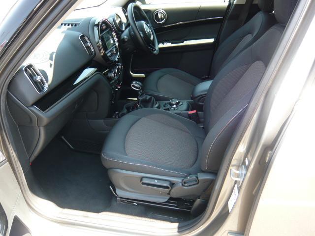 クーパーD クロスオーバー社外シートヒーター車検整備NEXT ペッパーパッケージ 18インチブラックピンスポーク ブラックルーフ&ミラーキャップ LEDヘッドライト(アダプティブ)&フォグライト 断熱フィルムBセット ブラックボンネットストライプ(8枚目)