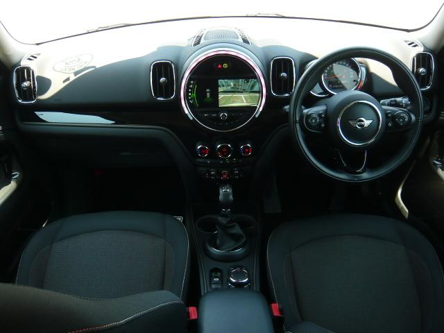 クーパーD クロスオーバー社外シートヒーター車検整備NEXT ペッパーパッケージ 18インチブラックピンスポーク ブラックルーフ&ミラーキャップ LEDヘッドライト(アダプティブ)&フォグライト 断熱フィルムBセット ブラックボンネットストライプ(9枚目)