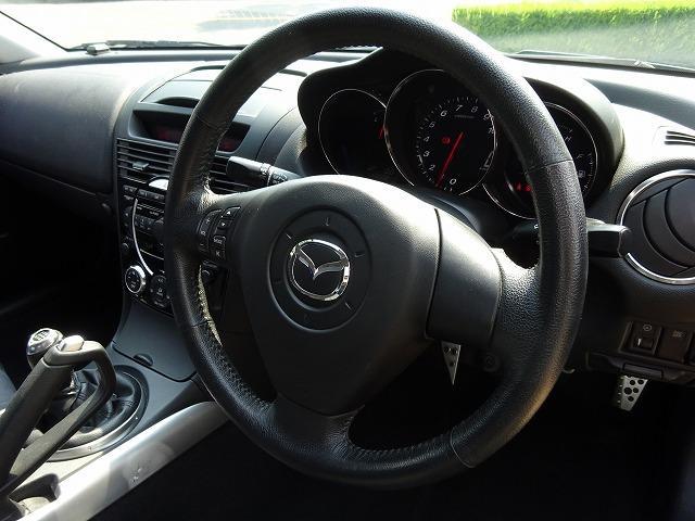 運転席回りは使いやすくまとまっております