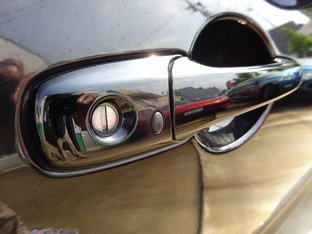 アドバンスドキー付きで鍵を出し入れすることなく開閉からエンジンスタートまで可能です!