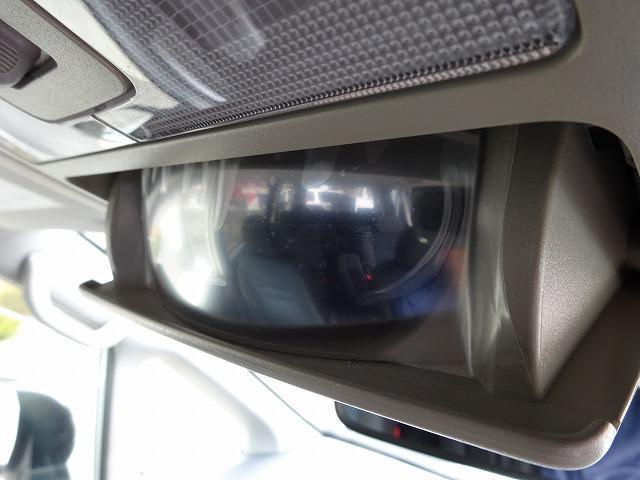 車内を見渡せるミラーはフィルムが張ったままの綺麗さ!