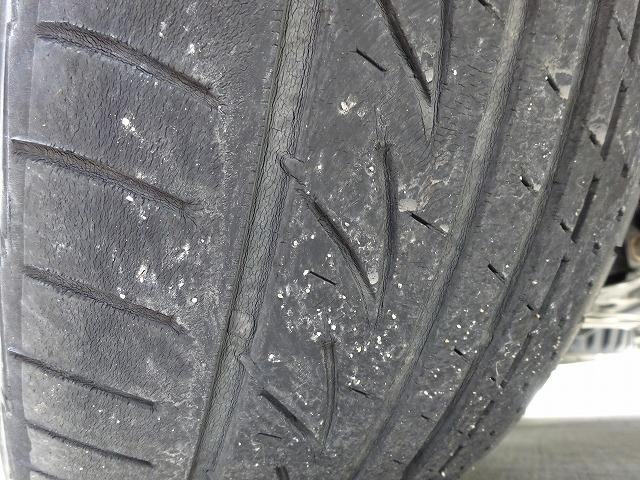 タイヤは浅溝ですがまだ使えます!