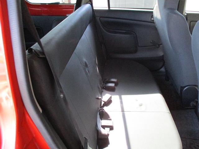 後部座席も全体的に目立った擦れ等なく全体的にキレイな状態です!