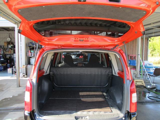 後席を倒せばかなり広いスペースが確保出来ます!状況に合わせてシートアレンジ可能です!