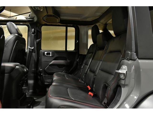 ルビコン 2020年モデルディーラー車 LEDヘッドライト OPチューブステップ 純正ドラレコ オールウェザーマット シートヒーター ハンドルヒーター 全周囲カメラ 純正ナビ地デジ 新車保証継承 法人1オーナ-(14枚目)