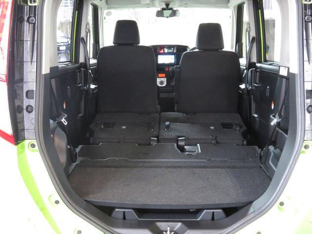 リヤシートをたたむとフラットになります。大きな荷物も積み込めますよ。