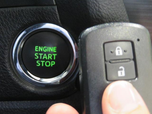 スマートキー。 持っているだけで、鍵の開閉から、エンジンスタートまで出来ます。