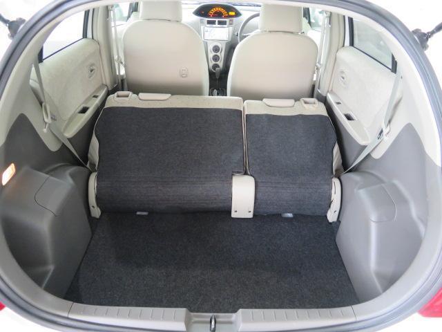リヤシートを前に倒せば、かなり大きな荷物も積み込めます。