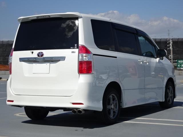トヨタ ノア S 9インチ地デジナビ 後席モニタ 両側電動スライドドア