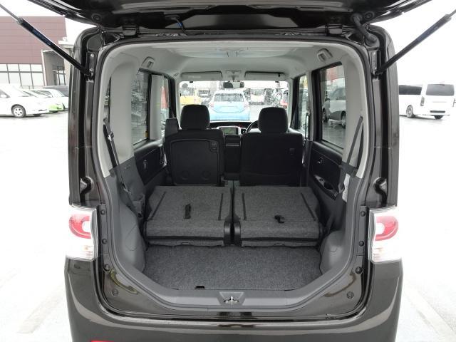 後席シートを倒すことで、より広いスペースを確保できます!