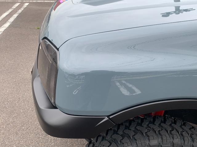 XC Jeep純正アンヴィル 3インチリフト カスタム車 ショートバンパー スキッドプレート ナンバー移動 MTタイヤ 左出しマフラー フェンダーミラー&リヤドアスムージング フェンダーミラー車検対策済(9枚目)