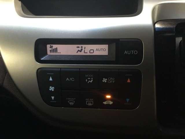 オートエアコンで室温調節も楽々!快適にすごせます!!