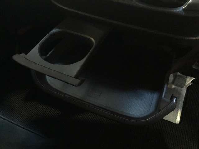 運転席周辺の収納は多く、使いやすいですよ^^